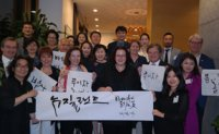 Kang promotes modern style of Korean calligraphy