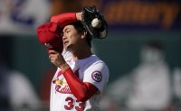 Cardinals' Kim Kwang-hyun limits damage in abbreviated start
