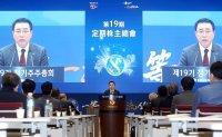 Shinhan shareholders vying to take control of group