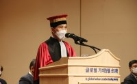 KAIST swears in new president
