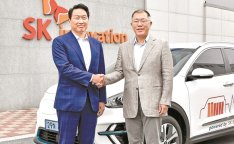 Hyundai meets with SK over battery partnership