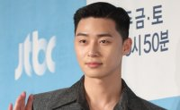 Actor Park Seo-joon promises to open pop-up bar for fans if 'Itaewon Class' rates 10%