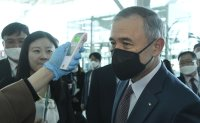 US ambassador visits coronavirus checkpoint at Incheon airport
