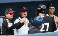 LG Twins manager rejoices over double header sweep