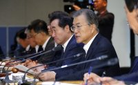 Moon vows stronger economy amid Japan row