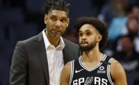 Spurs get Tim Duncan first win as acting head coach