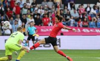 Hwang Warms Korea Up for World Cup Quest
