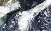 Typhoon advancing toward Tokyo area on holiday weekend
