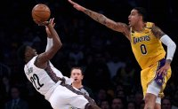 Davis misses 3 at buzzer, Nets hold off Lakers 104-102