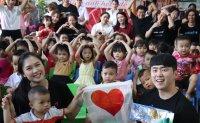 Asiana supports children in Vietnam