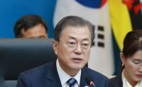 Moon eyes ASEAN over US, China's protectionism, isolationism