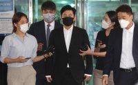 Ex-YG head Yang hyun-suk admits to gambling charges