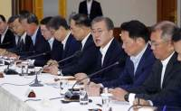Moon discusses Japanese trade restrictions with business leaders