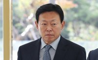 Top court upholds suspended jail term for Lotte chief