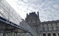 Black market in Chinese guides and tickets has cost Paris Louvre 'millions'