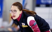 Korean curling teams aim to finish on high note in PyeongChang