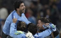 Suarez strikes twice, puts England on brink of early exit