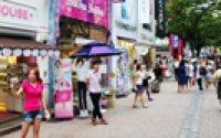 Myeong-dong thriving on fake goods, touting