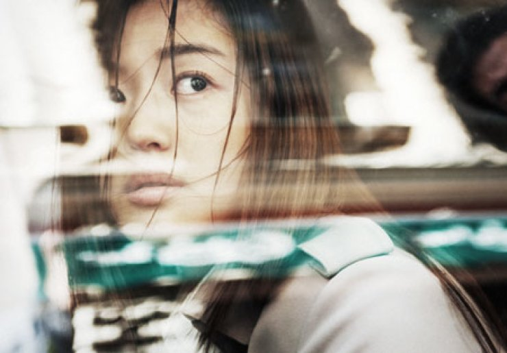 Jun Ji-hyun deftly handles the role of Ryun Jung-hee, a North Korean interpreter and wife of a spy, who is pushed into a series of dangerous situations and finds herself in a position where she does not know who to trust.