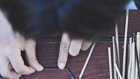 Choe Seon-hui shows how to make black bamboo craftwork in her workshop in Gapyeong, Gyeonggi Province. / Korea Times photos by Shim Hyun-chul