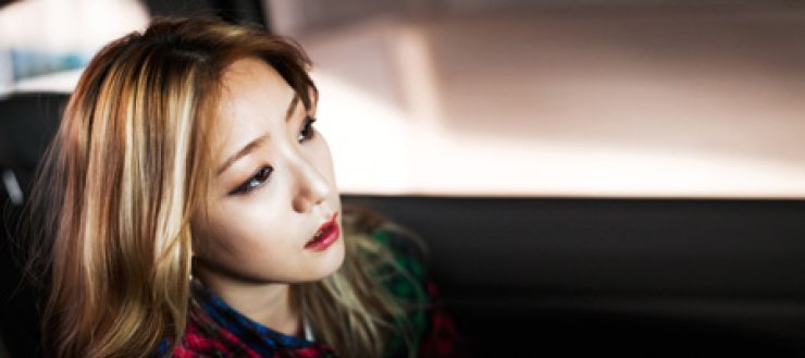 <p style='text-align: left;'>Underground R&B singer Shin Bo-kyung, better known as Boni, says K-pop's rise has fueled the departure of underground musicians to the trendy music scene in an attempt to earn money and fame easily. <br />/ Photography by Park Young-kyu</span><br /><br />