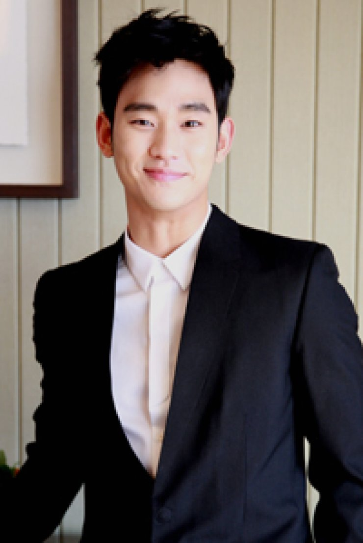 Actor Kim Soo-hyun promotes 30 Korean products following hissuper-hit drama 'My Love From the Star.' / / Korea Times filesSuzy, the youngest member of K-pop girl band missA, is another coveted-star by Korean manufacturers.Figure skater Kim Yu-na appears in six TV ads. Her popularity is on a downward trend.