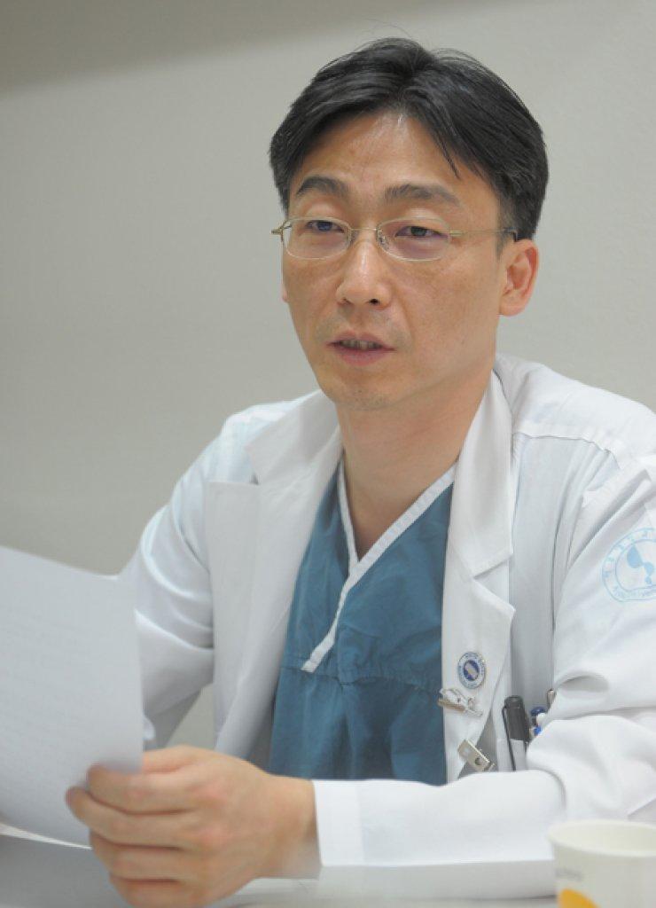 Lee Cook-jong, director of the Ajou University Hospital Trauma Center in Suwon, Gyeonggi Province / Korea Times