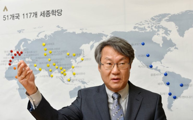 Song Hyang-keun, president of the King Sejong Institute Foundation (KSIF), gestures as he speaks on the foundation's aims and goals at a recent interview with The Korea Times held at the foundation's office inSeoul. Behind him are the colored markers that show the 117 King Sejong Institutes located over 51 countries. / Korea Times photo by Shim Hyun-chul