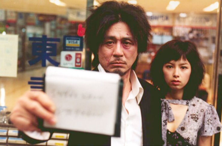 Choi Min-sik,left, and Kang Hye-jung star in the movie 'Old Boy' by director Park Chan-wook. The film won the Grand Prix Prize in 2004 at the Cannes Film Festival. / Korea Times file