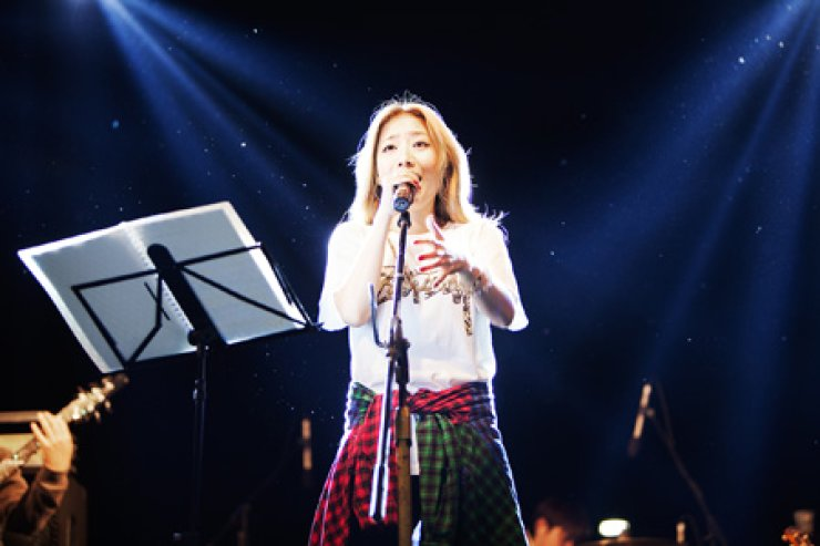 <p style='text-align: left;'>Boni sings during a festival hosted by the U.S. Forces Korea, headquartered in Yongsan, Seoul, on Oct. 19.</span><br /><br />