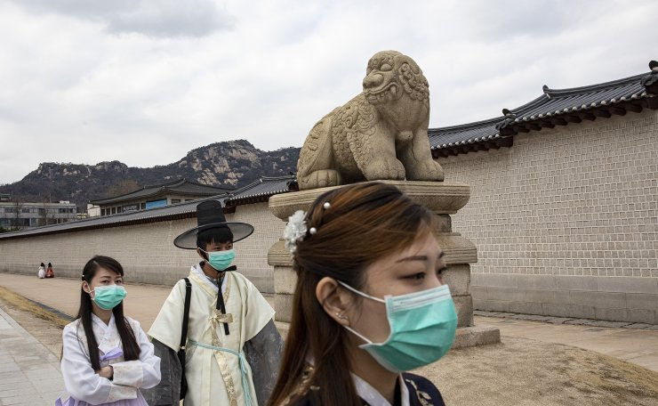 Tourists wear masks to prevent catchign the coronavirus (COVID-19)  in Seoul, South Korea, Tuesday, Feb. 25, 2020. South Korea and China each reported hundreds more virus cases Thursday as the new illness persists in the worst-hit areas and spreads beyond borders. Korea Times photo by Shim Hyun-chul