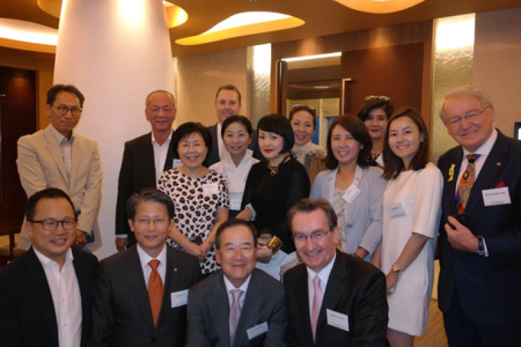 <span>Two co-founders of 5.4 Club — Choi Jung-wha, left in the second row, president of Corea Image Communication Institute and Didier Beltoise, right in front row, CEO of the consulting firm Cs — pose with members of the non-profit tourism promotion organization as they discussed how to diversify Korean tourism content at their regular meeting held Tuesday at the InterContinental Seoul COEX.  / Courtesy of CICI</span><br /><br />