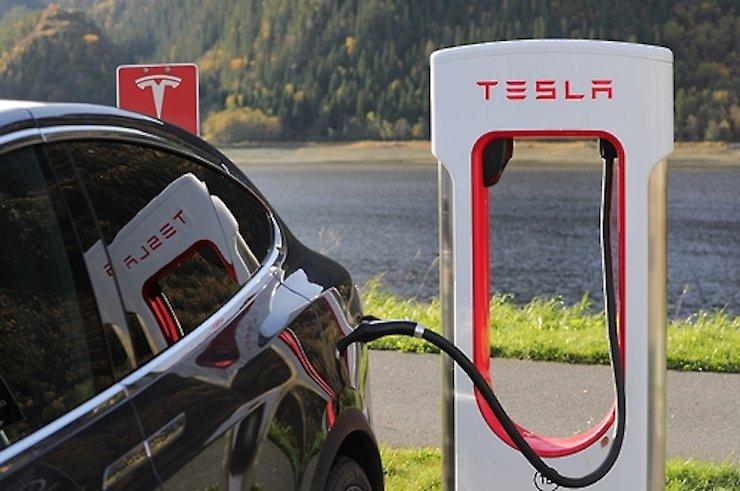 Tesla's charging device. / Yonhap