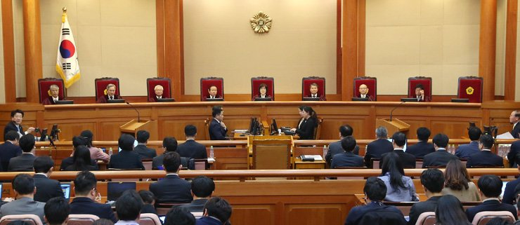 <span>Eight Constitutional Court judges hear arguments from both National Assembly prosecutorial panel and President Park Geun-hye's defense attorneys at the final hearing of her impeachment trial, at the Constitutional Court in Jongno, downtown Seoul, Monday.  / Yonhap </span><br /><br />