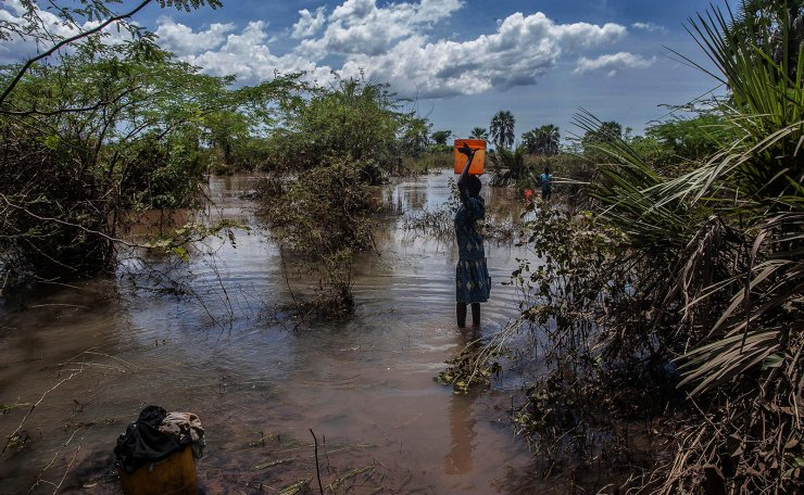 A girl fetches water from a river created by flood water near Nsusa Village Island camp for displaced people due to the floods in the Nsanje district of southern Malawi, on March 15, 2019. - At least 56 people have died in flood-hit areas as of March 13, according to the government, while 577 had been injured and almost 83,000 people have been displaced. AFP