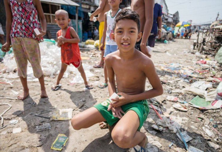 Filipino kids in the region struck by the typhoon Haiyan last November play with soap they received from Soap Cycling. / Courtesy of Soap Cycling