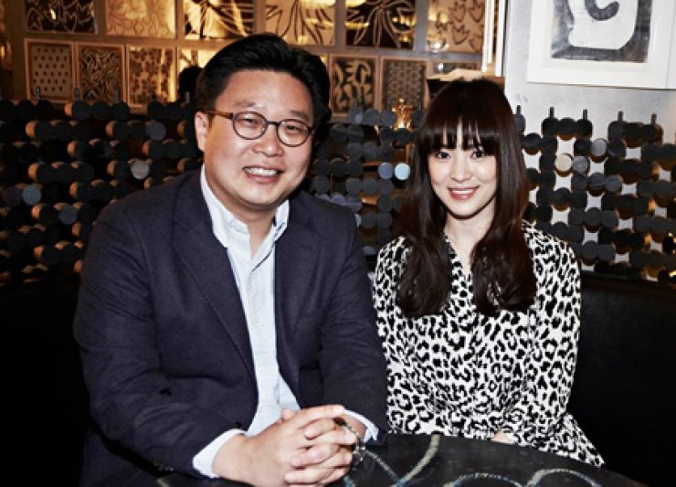 Song Hye-kyo, right, and Prof. Seo Kyoung-duk / Courtesy of Facebook