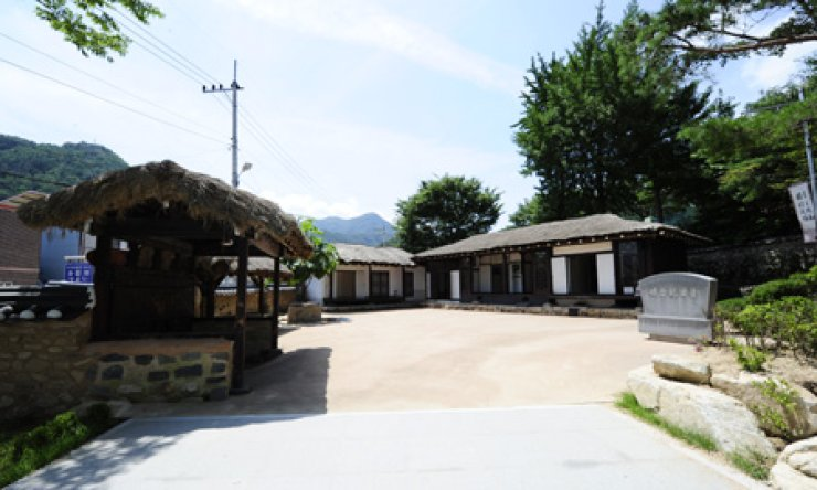 Cheongungak is former President Park Chung-hee's residence during his years in Mungyeong, North Gyeongsang Province.