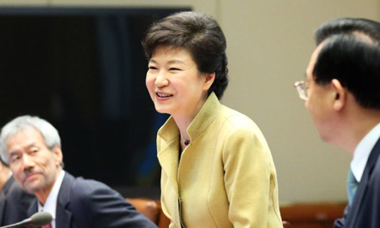 President Park Geun-hye smiles at National Security Office chief Kim Jang-soo (unseen in the photo) at a meeting with senior secretaries in Cheong WaDae, Monday. / Yonhap