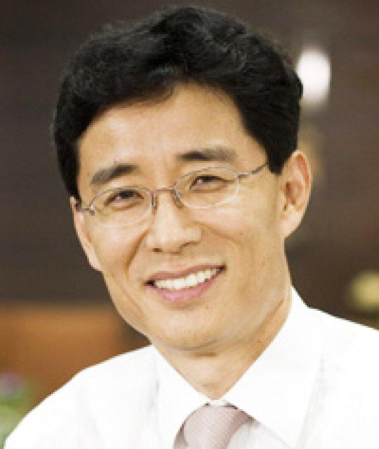 Ahn Jae-hyeon is a professor at the KAIST Business School.