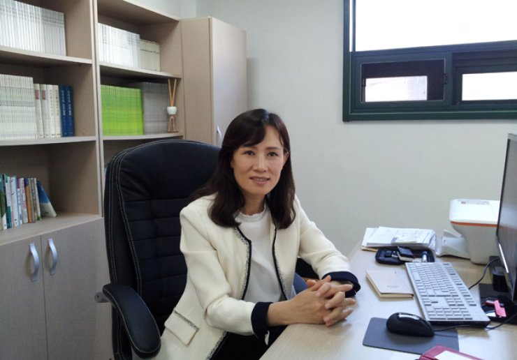 Lee So-yeon, head of the New Korea Women's Union, talks about the work of the union that publicizes the plight of North Korean female defectors, at her office in Dangsan-dong, western Seoul. / Korea Times photos by Kim Ji-soo