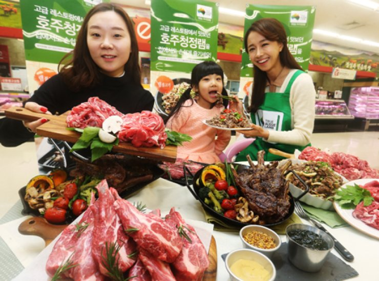 Models promote Australian lamb at discount chain e-mart's Sungsoo branch, Seoul, Monday. E-mart said it will sell the lamb under age 1 for 3,280 won ($3) per 100 grams at its 26 branches to welcome the year of the Sheep.Yonhap