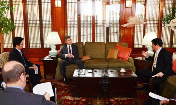U.S. Ambassador to Korea Sung Kim talks with reporters from The Korea Times during an interview at his residence in Seoul, Thursday./ Korea Times photo by Shim Hyun-chul