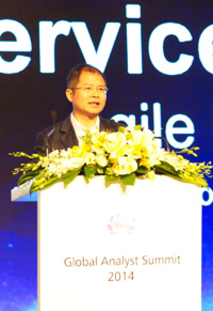 Huawei Rotating CEO Eric Xu speaks at the Huawei Global Analyst Summit in Shenzhen, China, Wednesday. Xu said the telecommunications equipment company will increasingly focus on its consumer device business, to seize the opportunities presented by LTE technology./ Courtesy of Huawei