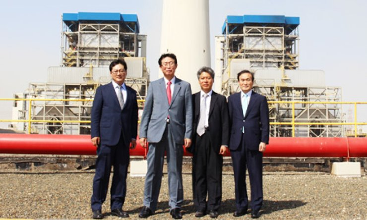 Korea Electric Power Company (KEPCO) CEO Cho Hwan-eik, second from left, poses with other company officials after holding a groundbreaking ceremony for construction of a power plant in Rabigh, Saudi Arabia, Thursday. / Courtesy of KEPCO