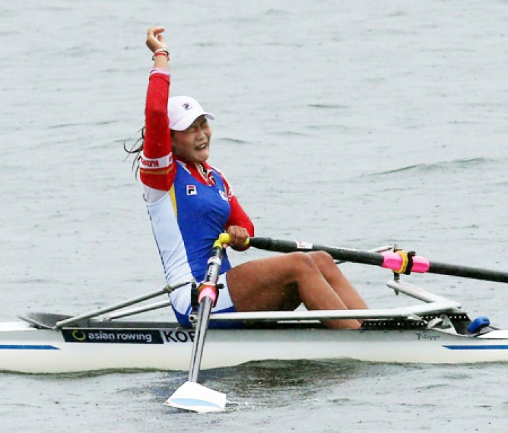 Kim Ye-ji of South Korea celebrates after finishing first in rowing in the women's single sculls final in Chungju Tangeum Lake Rowing Center in Chungju, North Chungcheong Province, Wednesday. It was only the second rowing gold medal for the nation at the Asiad. / Yonhap