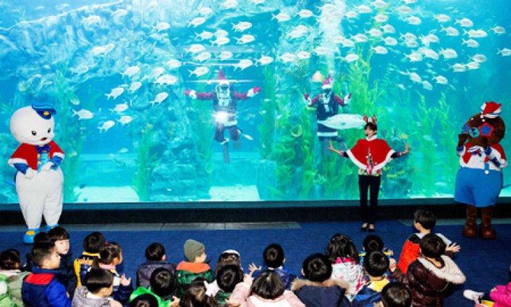 The aquarium inside the second Lotte World / Yonhap