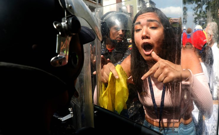 Opposition supporters clash with police in a rally against Venezuelan President Nicolas Maduro's government in Caracas, Venezuela March 9, 2019. Reuters