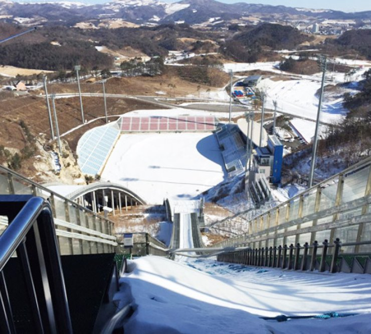 A view from the ski jumping tracks in Pyeongchang, Gangwon Province./ Korea Times by Nam Hyun-woo