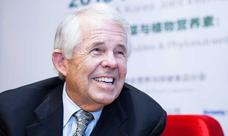 Sam Rehnborg smiles during a group interview with Korean reporters on the sidelines of the International Phytonutrient Symposium held at the China Nationl Convention Center in Beijing, Sunday. / Courtesy of Amway Korea